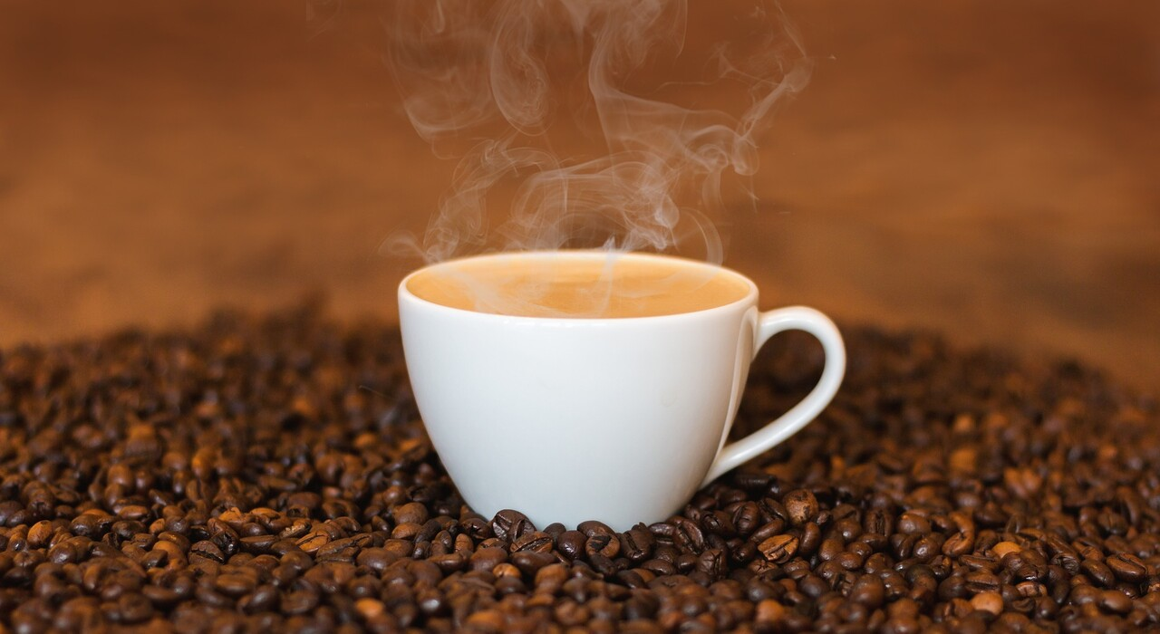 Исследование объяснило воздействие кофе и чая на ...