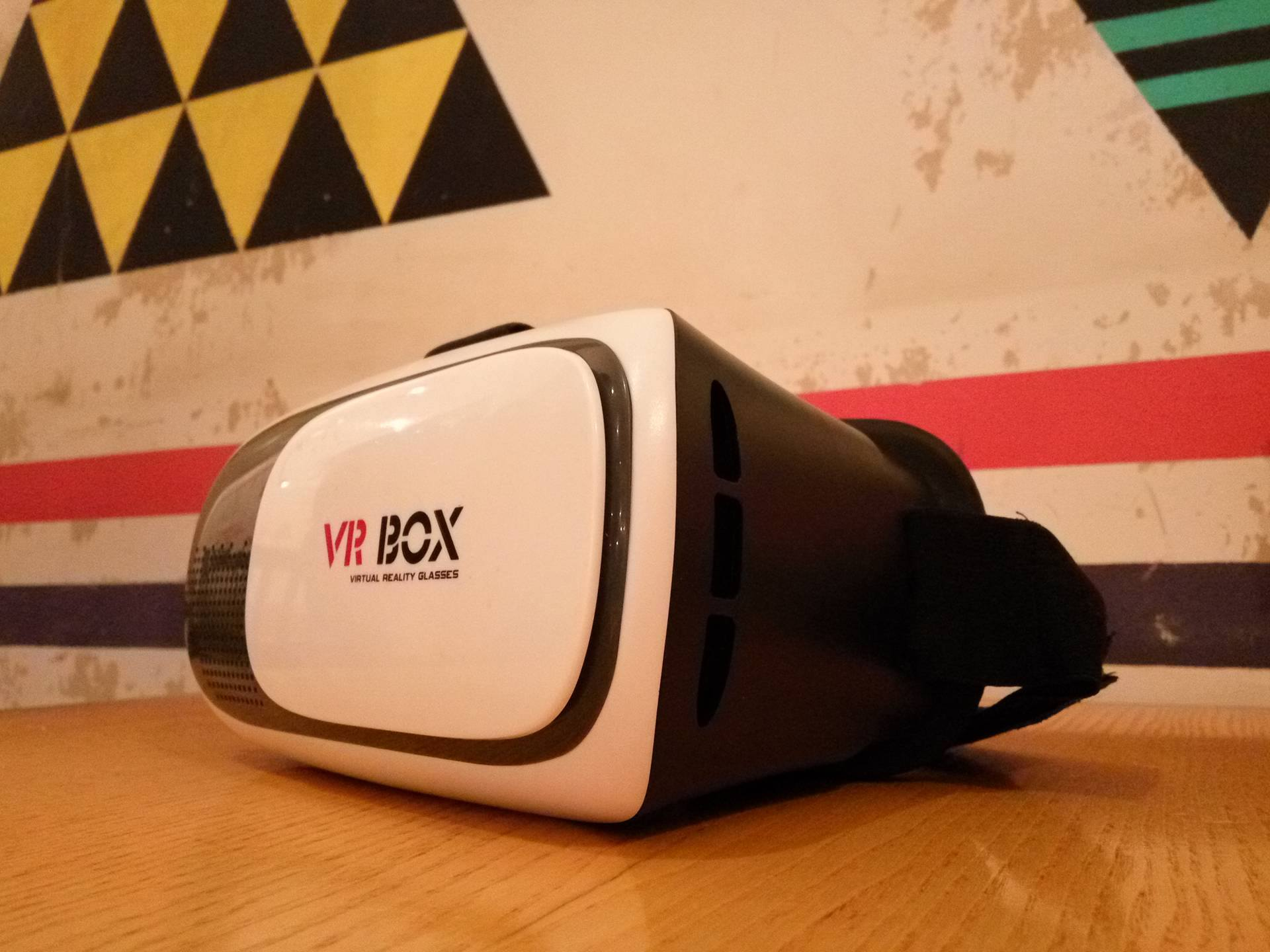 Очки для просмотра со смартфона - VR BOX. Фото: Realist