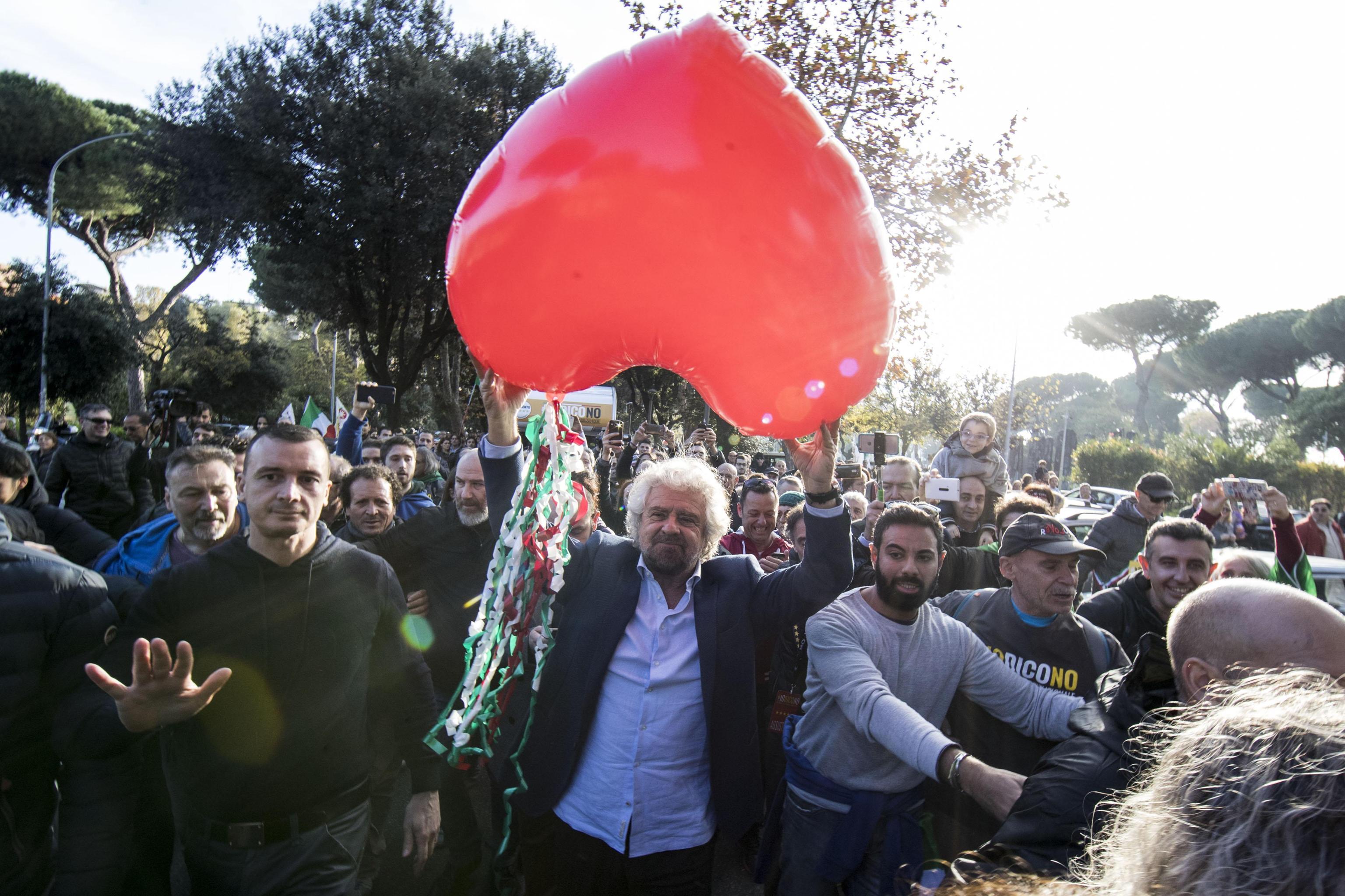 Беппе Грилло на демонстрации против изменений в Конституцию. Фото: ЕРА