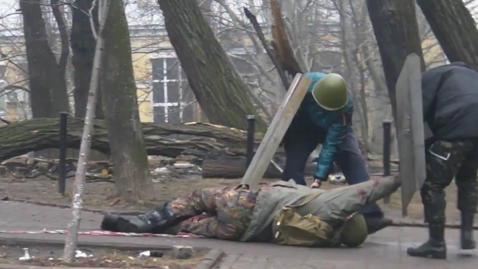 Юрій Кравчук у синій куртці. Фото - Facebook