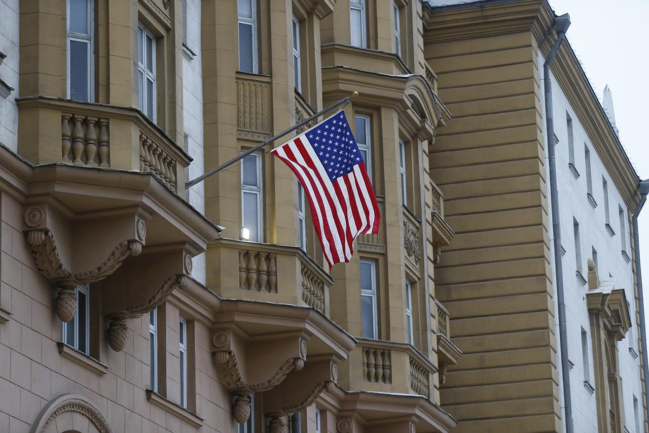 Посольство США в России Фото: EPA/YURI KOCHETKOV