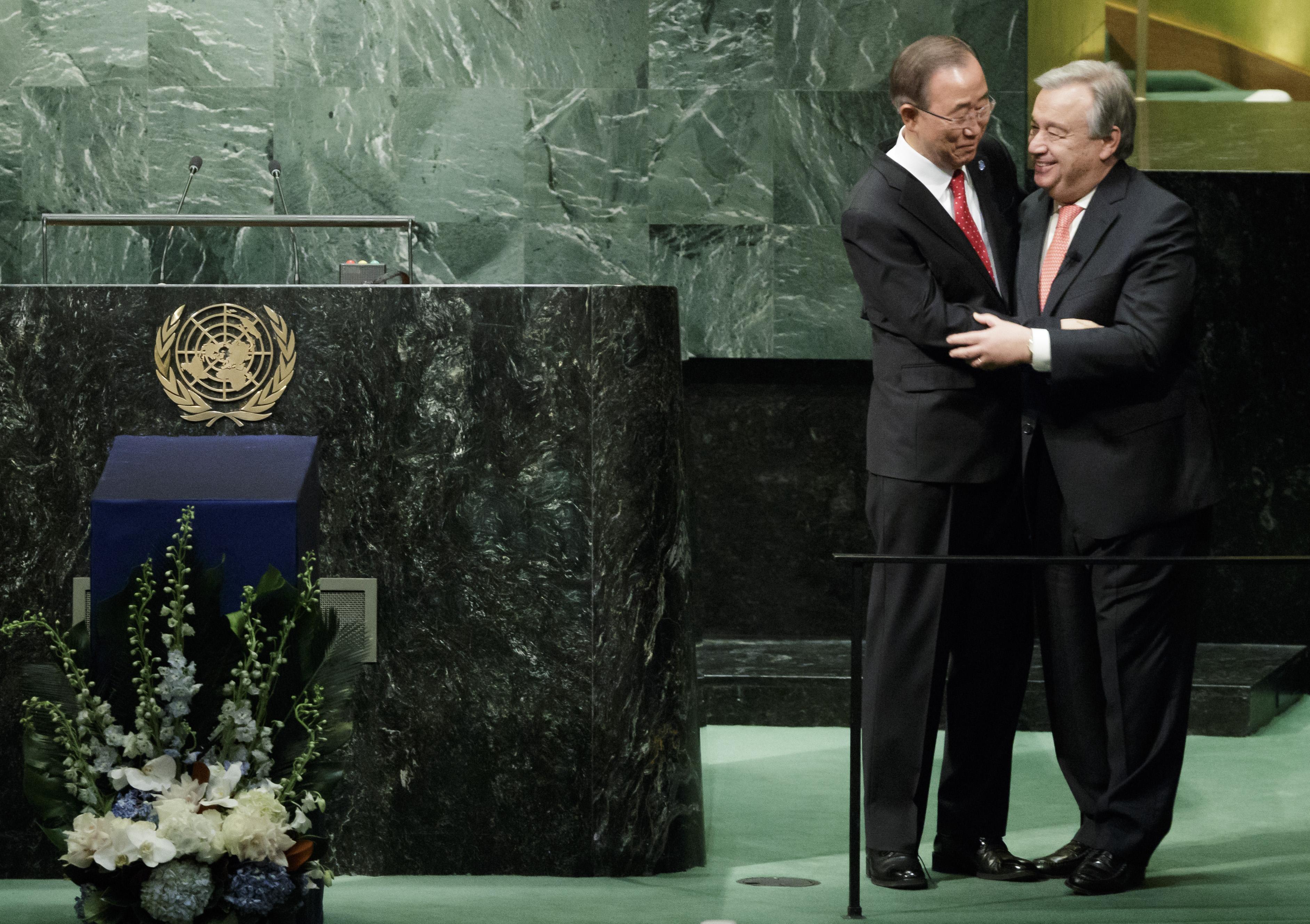 Бывший генсек ООН Пан Ги Мун и Антониу Гутерреш. Фото: EPA