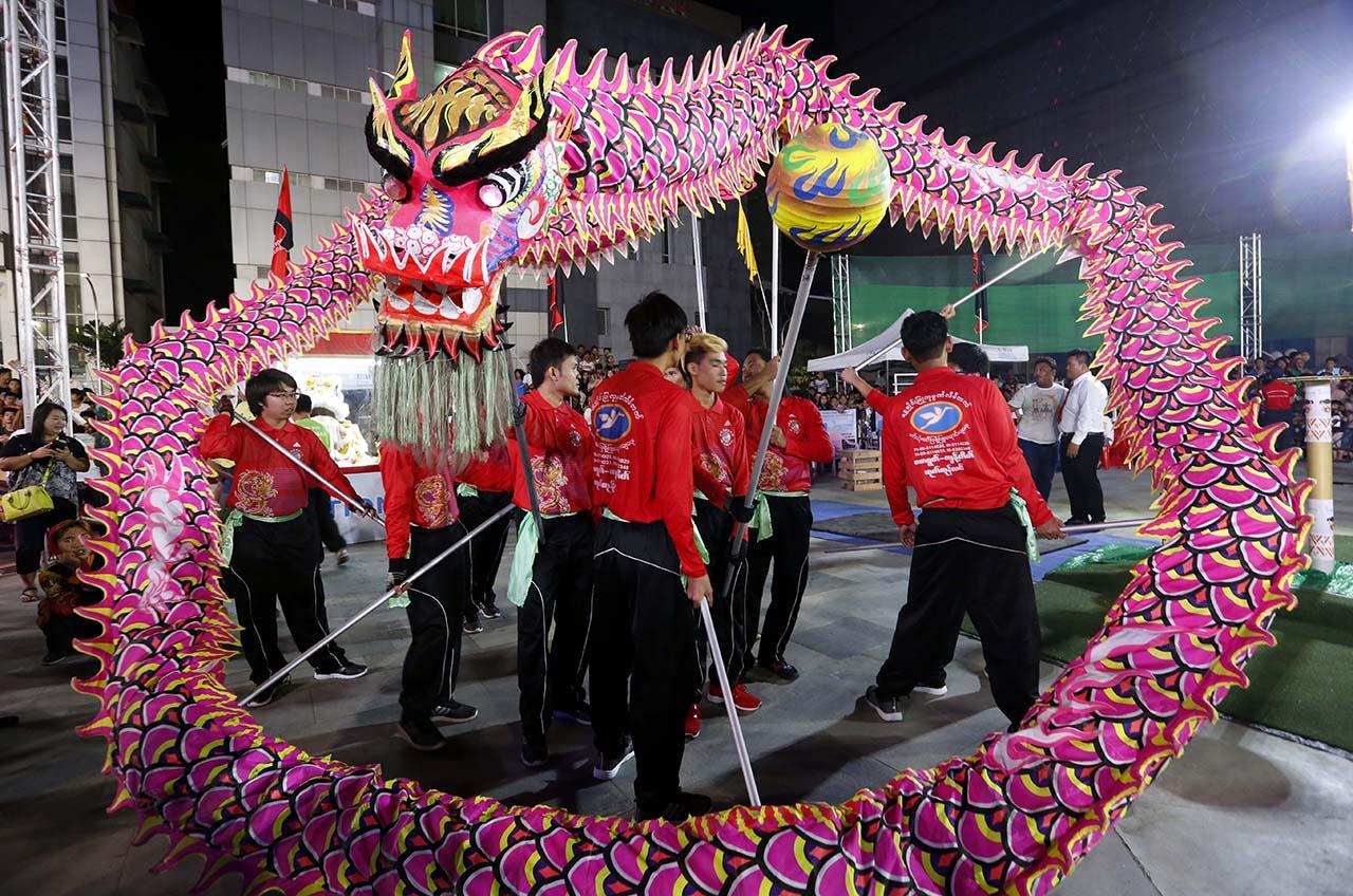 5888b2aacb3ac230296348 И снова праздники. Как в мире отмечают китайский Новый год