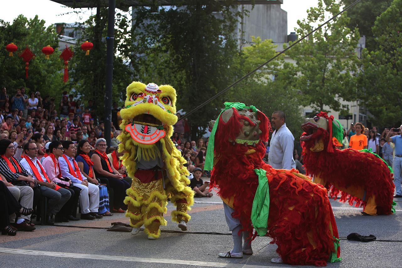 В Монтевидео танцуют новогодний танец льва