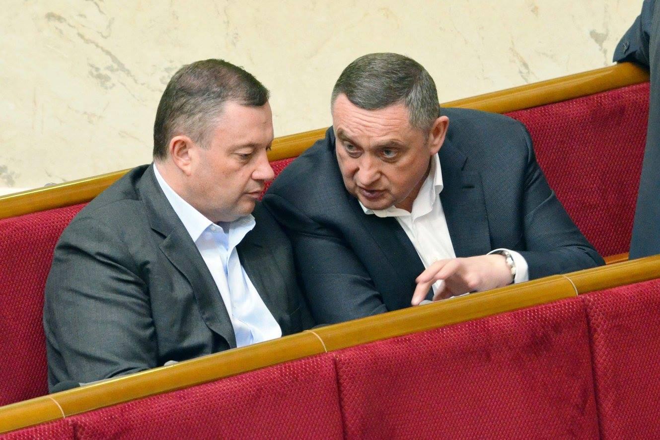 Народные депутаты из фракции БПП, братья Ярослав (слева) и Богдан (справа) Дубневичи Фото: facebook.com/oleg.fedonyuk