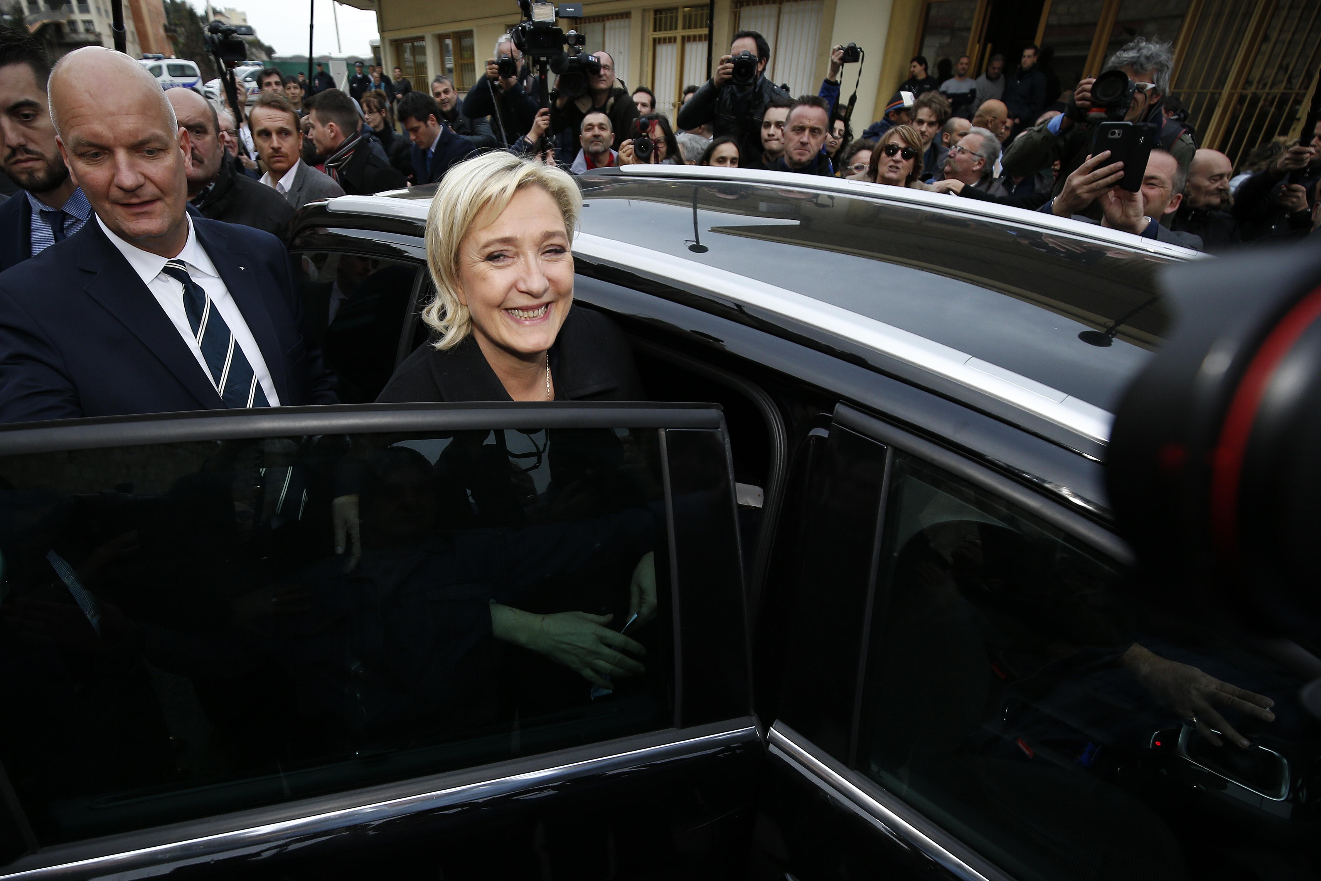 ЛеПен выиграет 1-ый тур президентских выборов с27% голосов— Опрос