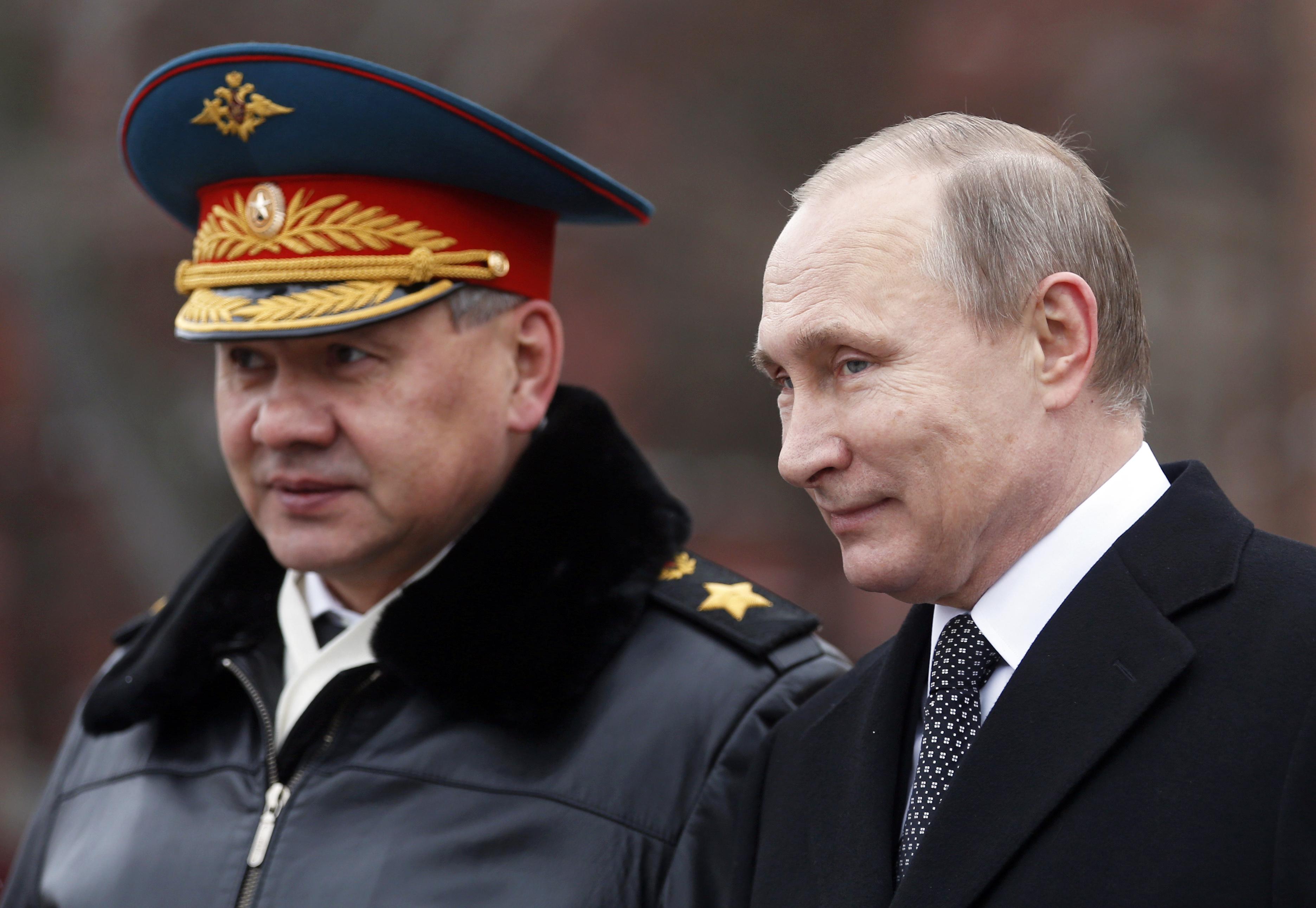 Министр обороны России Сергей Шойгу и президент России Владимир Путин. Фото: EPA