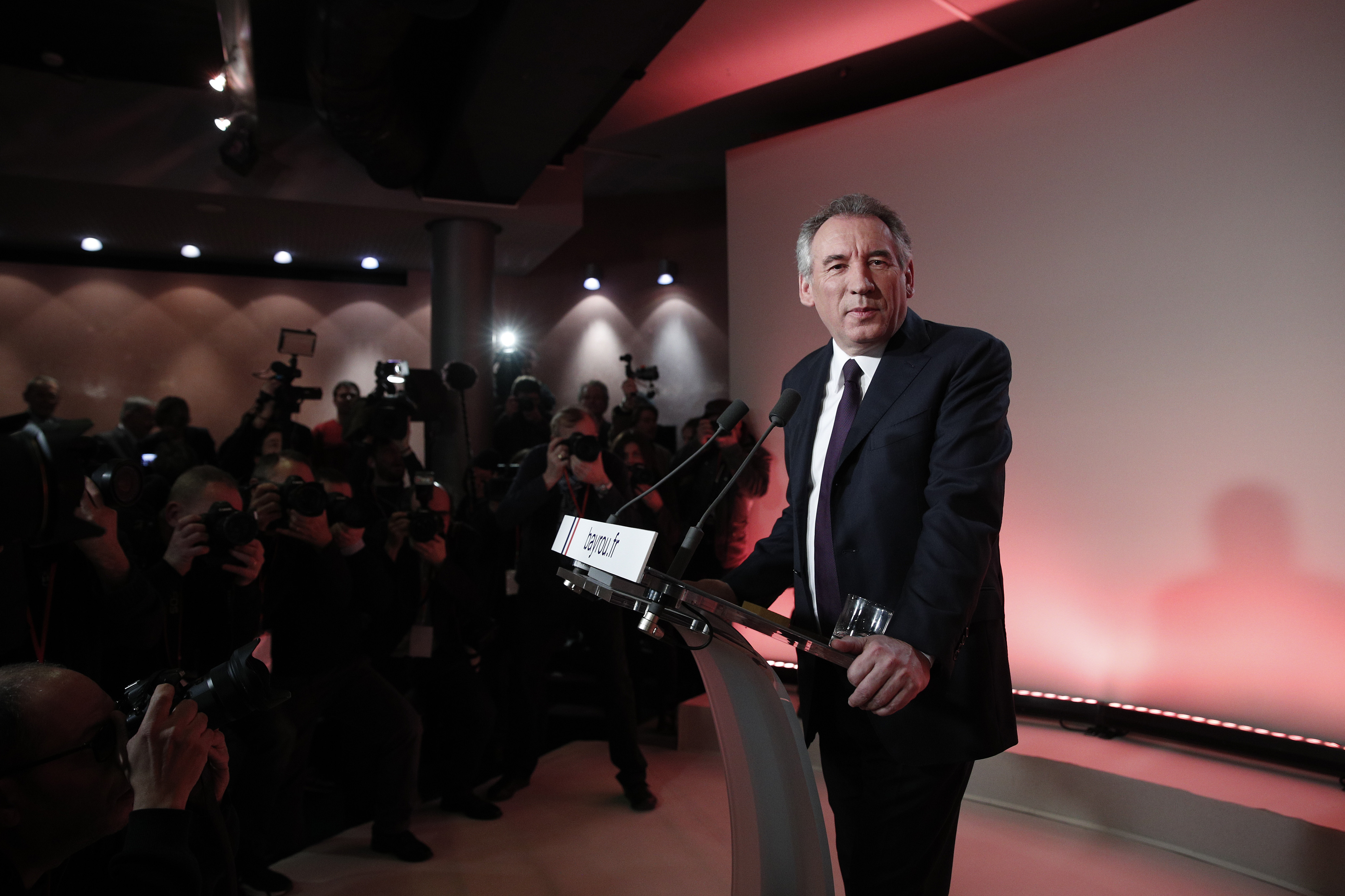 Французский политик-центрист Франсуа Байру отказался баллотироваться навыборах президента