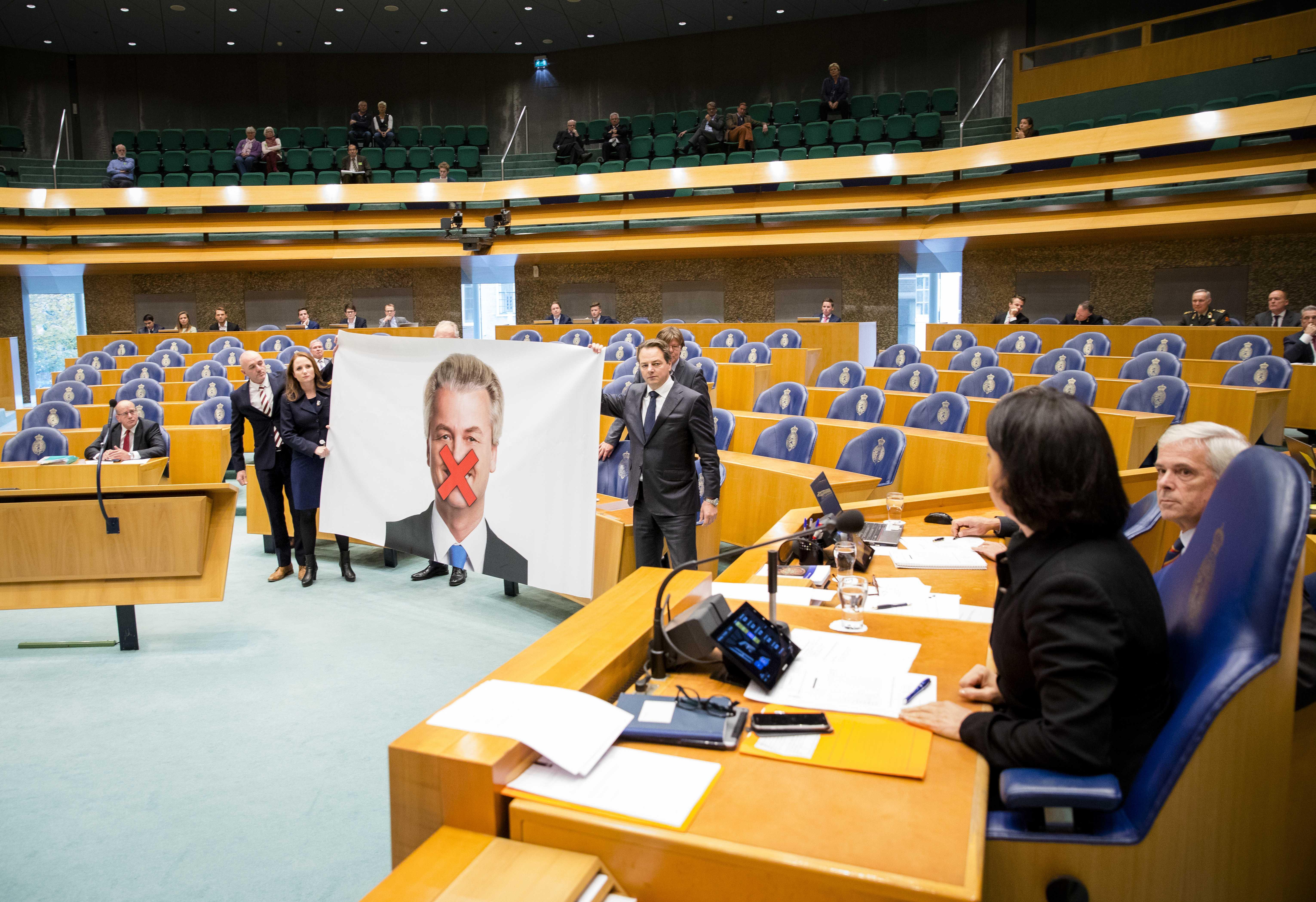 Протест в парламенте Нидерландов против антиевропейского депутата Герта Вилдерса. Фото: EPA