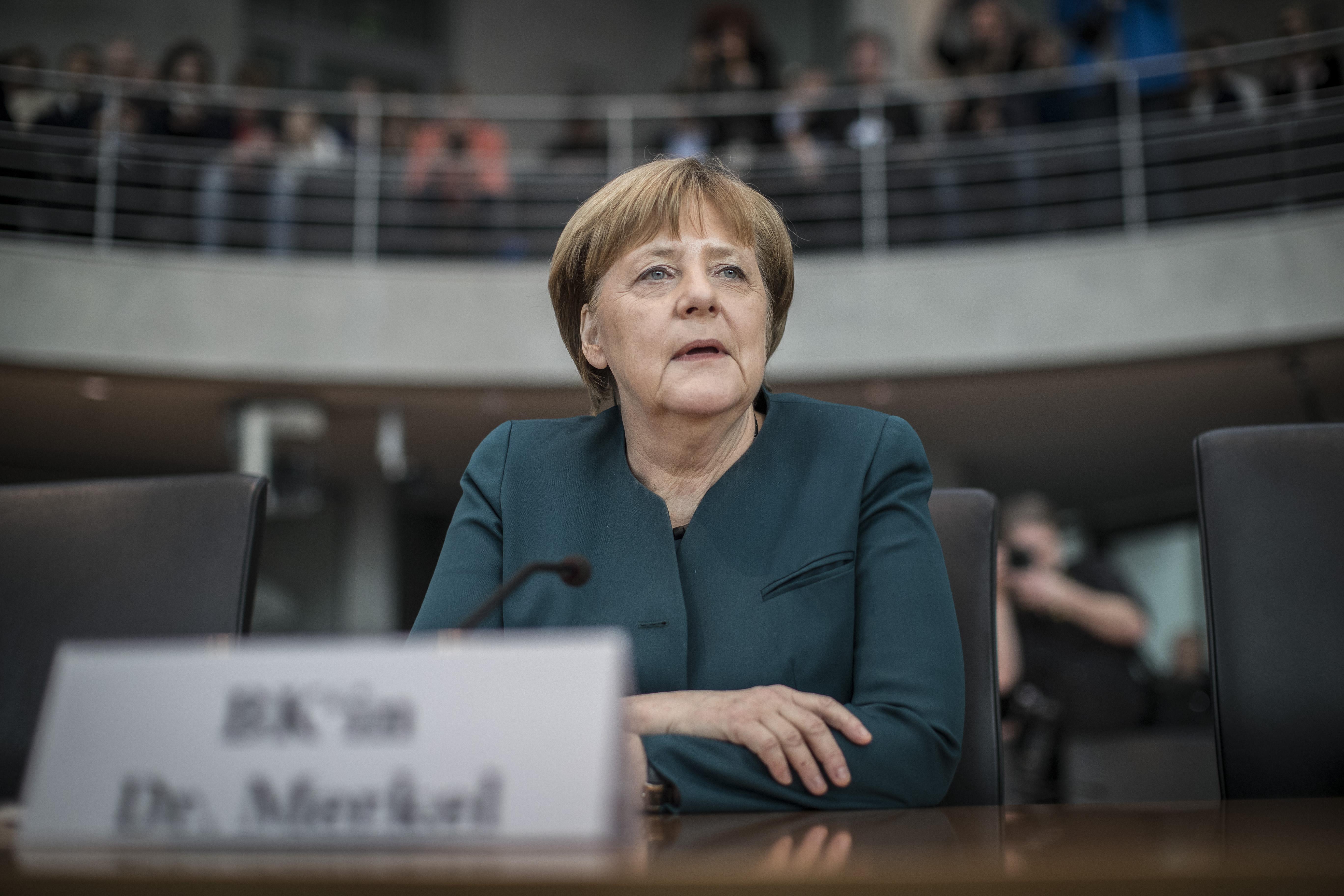 Меркель допросили вкачестве свидетеля поделу компании VW