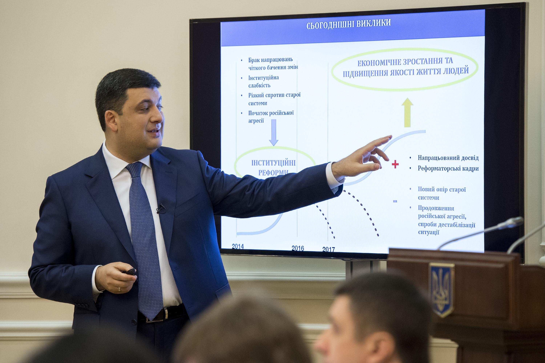 Владимир Гройсман рассказал, что украинцы станут жить лучше с началом роста экономики.