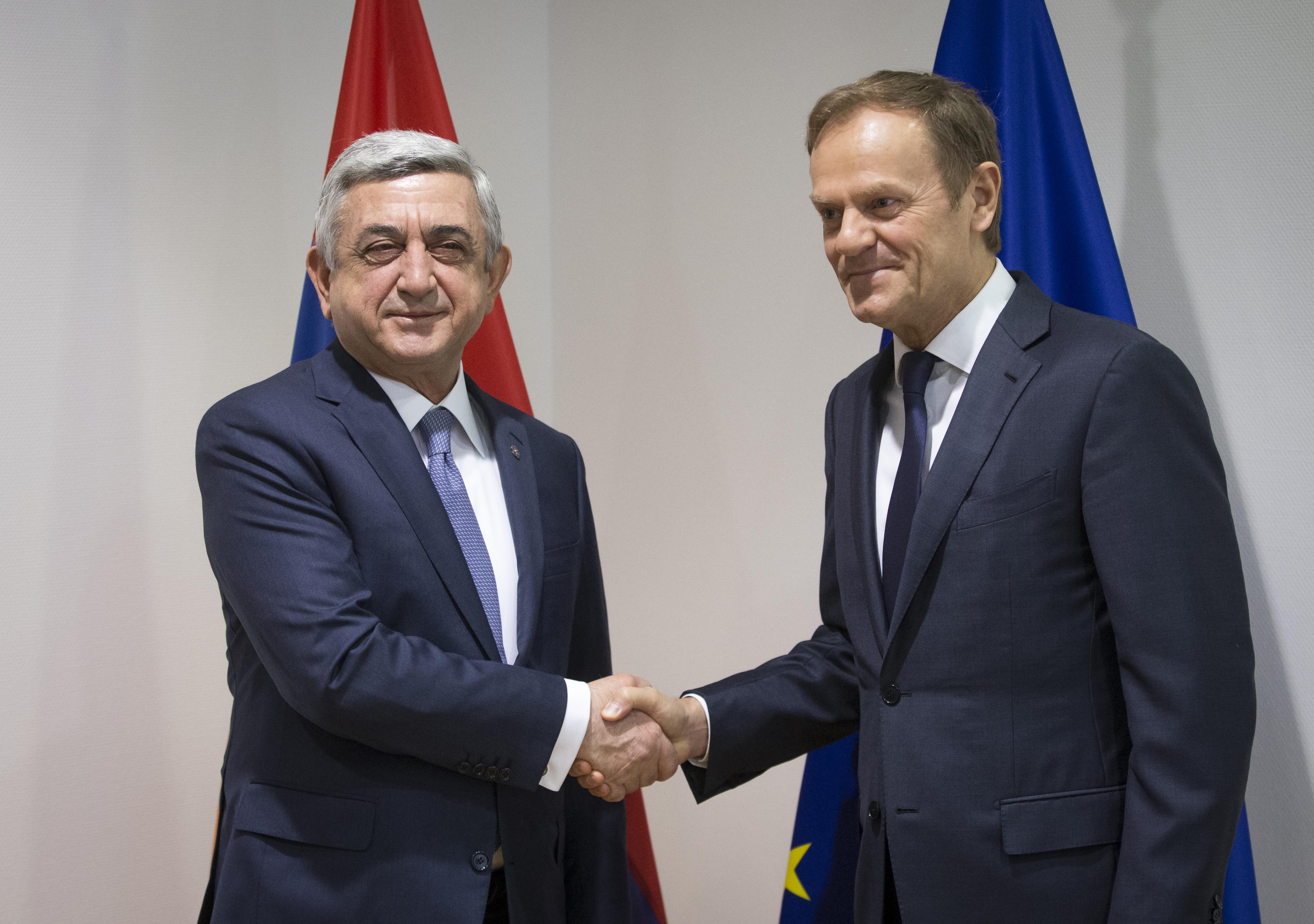 Президент Армении Серж Саргсян и председатель Европейского совета Дональд Туск. Фото: EPA