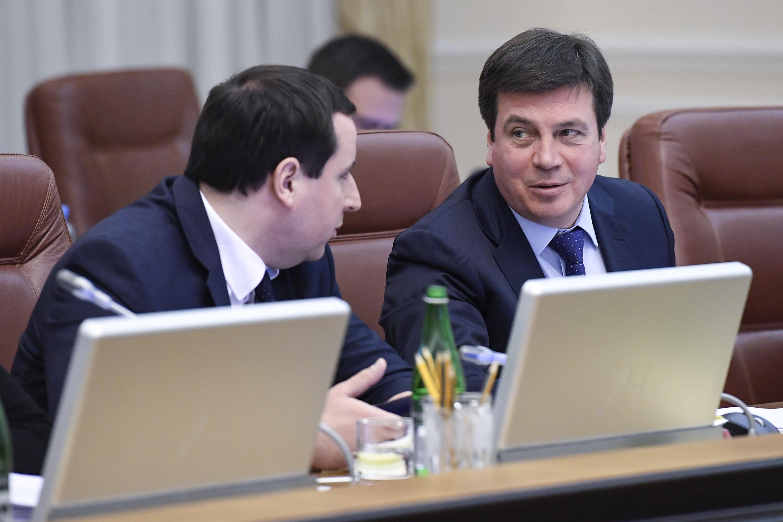 Глава Минрегионразвития Геннадий Зубко (справа) должен получить деньги с конфискации сразу на две бюджетные программы