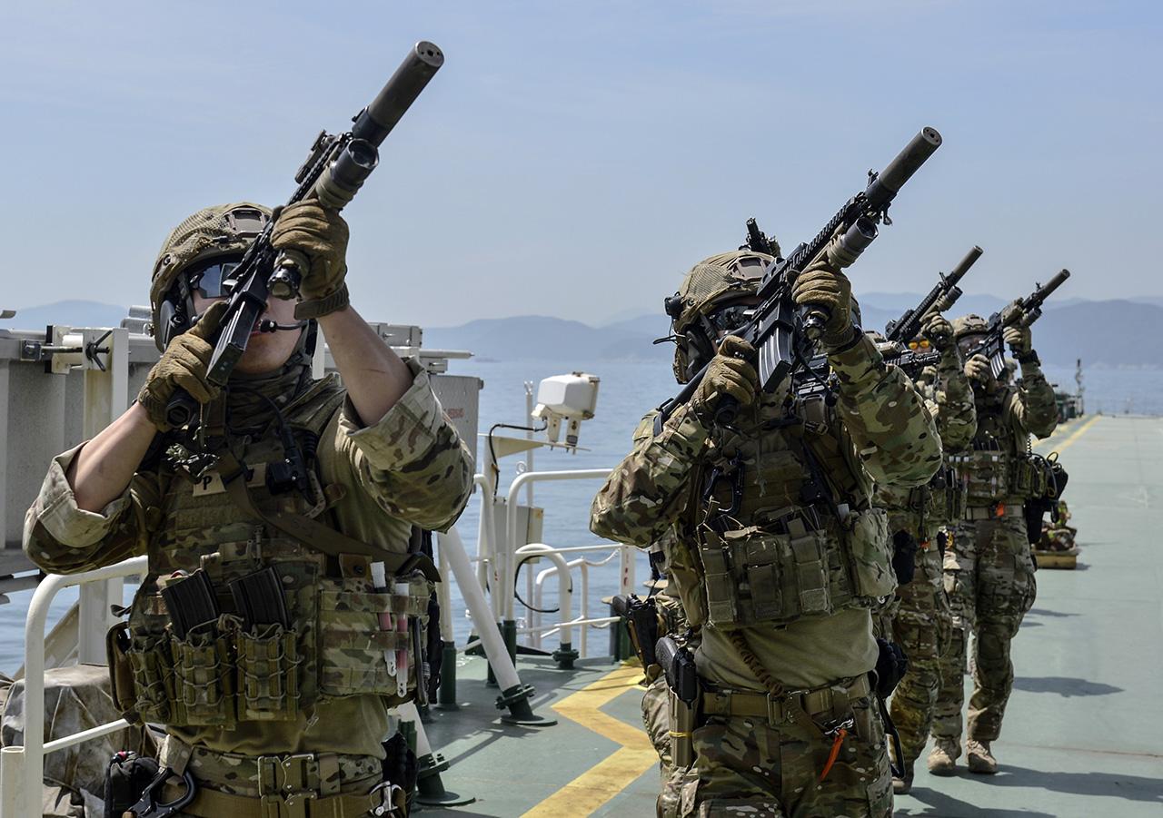 Ударная группа ВМС США начнет общие учения сармией Японии