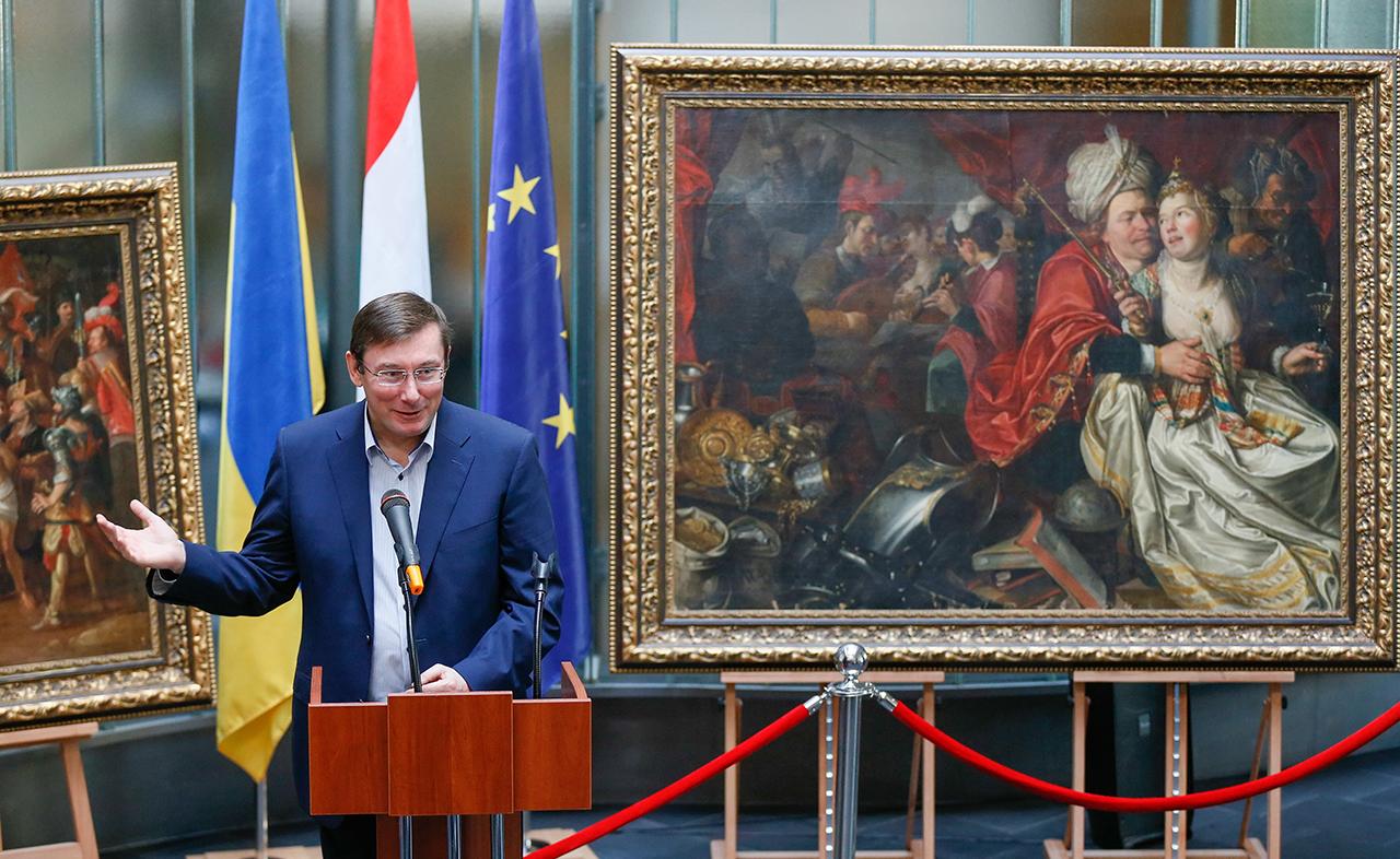 При вступлении в должность Луценко пообещал не задерживаться в кресле дольше 1,5-2 лет