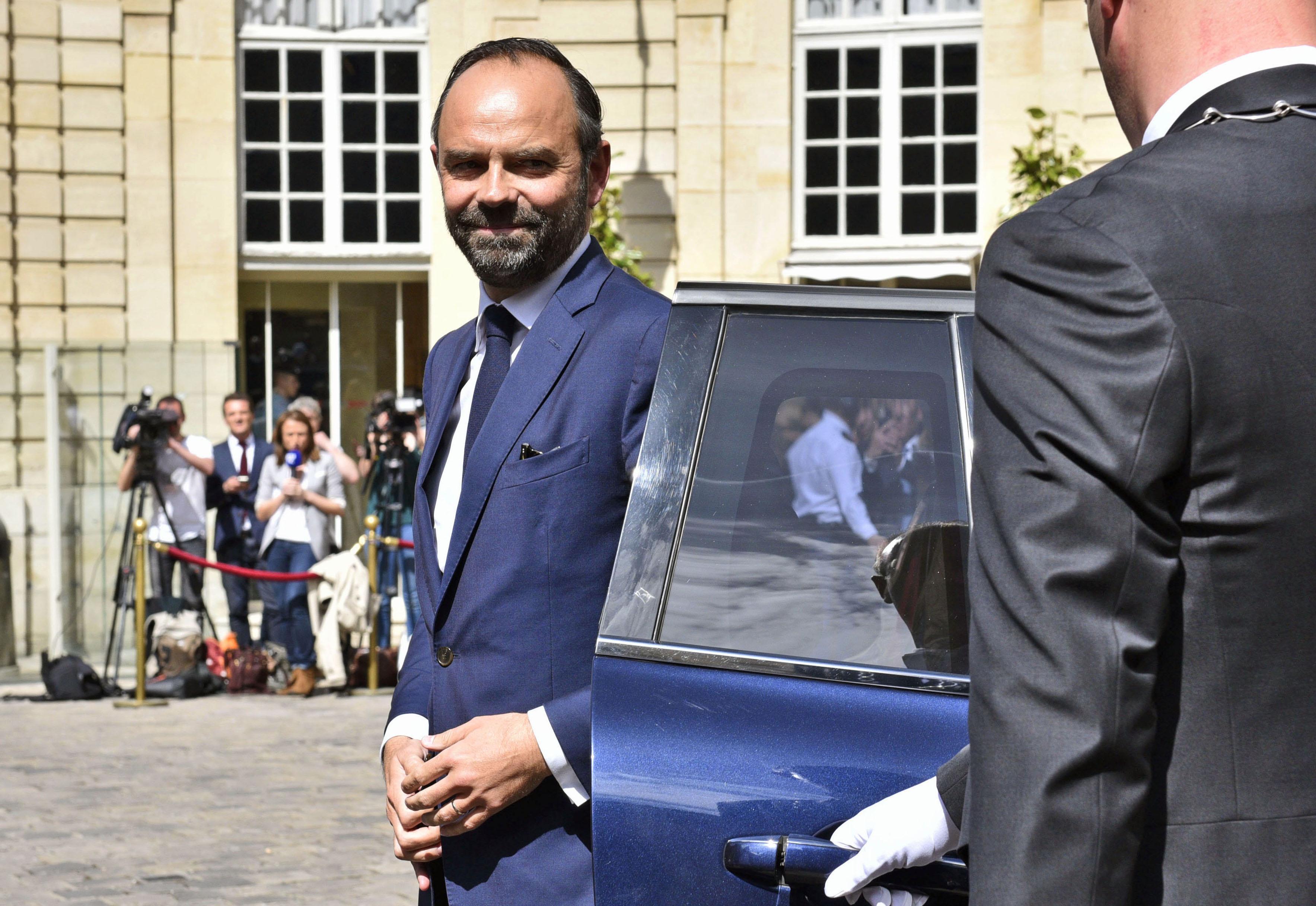 Путин провел телефонный разговор сновым президентом Франции Макроном