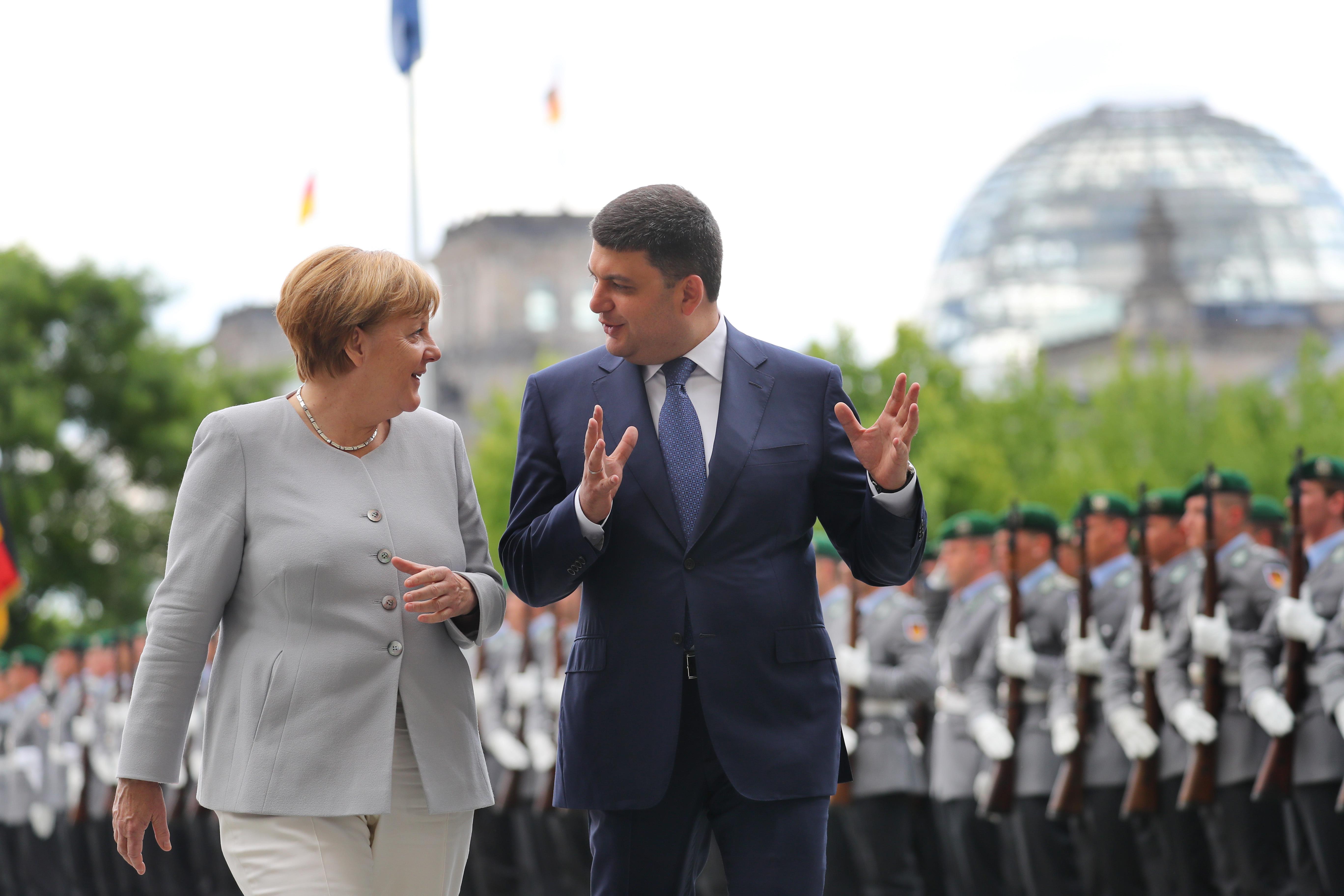 Первый официальный визит Гройсмана в Германию. С Меркель в Берлине. 27 июня 2016 года