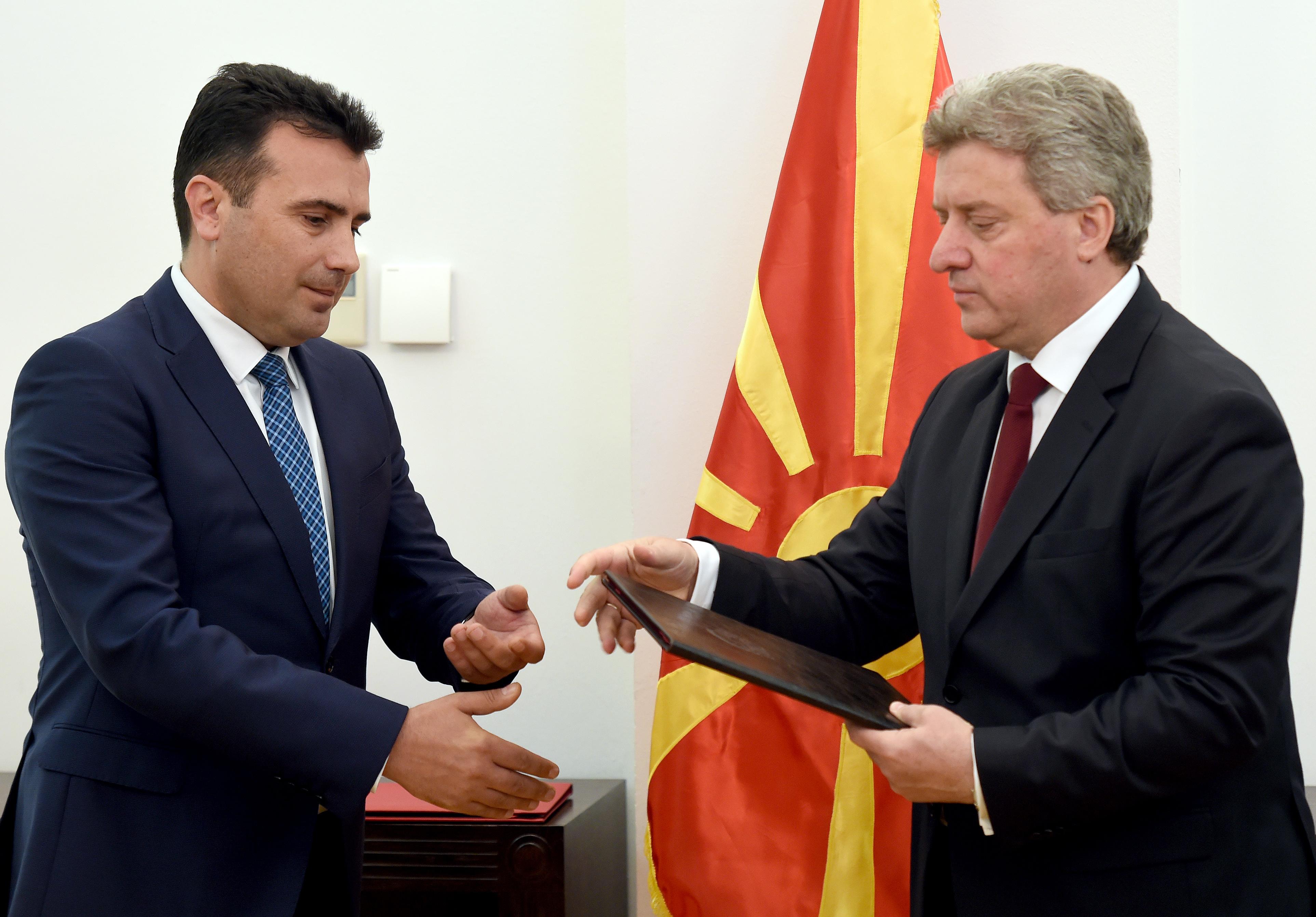 Лидер оппозиции Зоран Заев и президент Македонии Георге Иванов. Фото: EPA