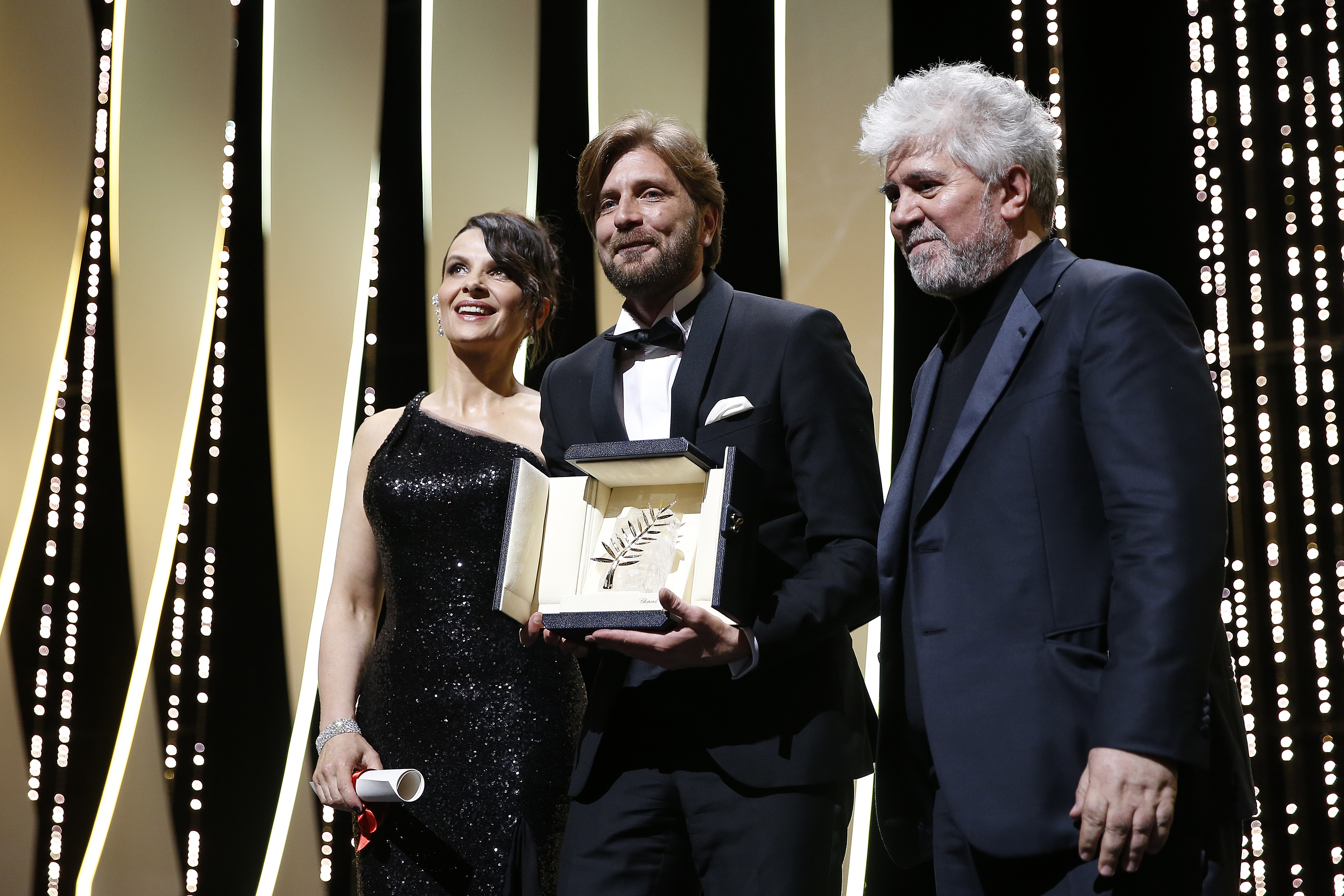Медведев поздравил Звягинцева сполучением приза жюри Каннского кинофестиваля