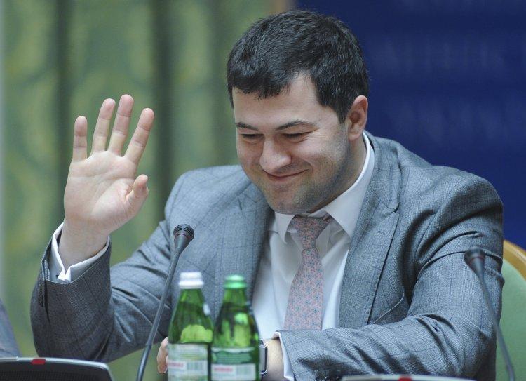 Последние два года ГФС, возглавляемая Романом Насировым, несколько раз предлагала Кабмину ввести минимальные цены на сигареты.