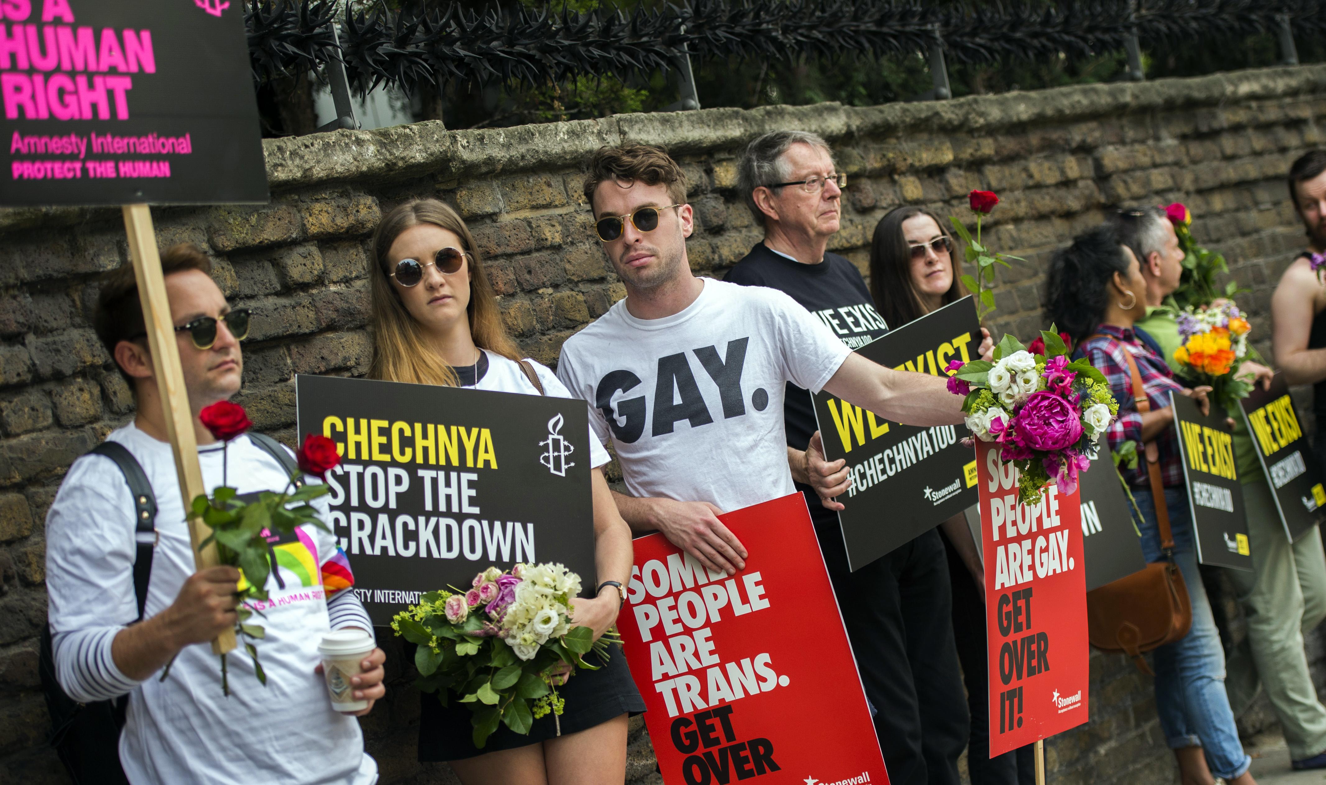 Протестующие в защиту прав геев Чечни. Фото: EPA