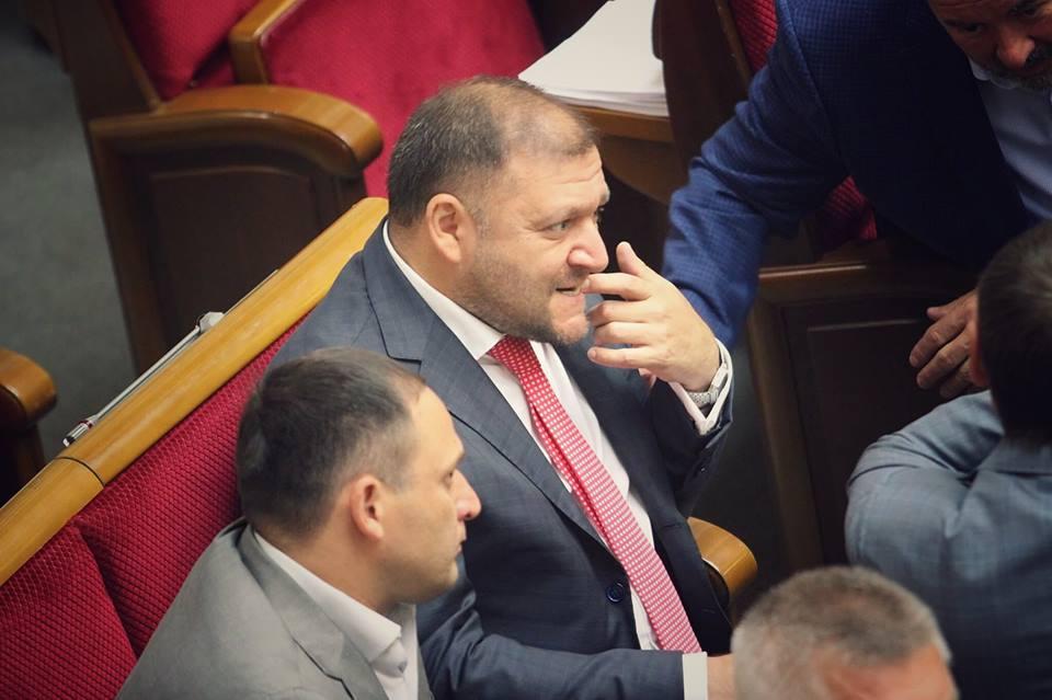 Михаил Добкин нервно реагировал на рассмотрение вопроса о санкции на его арест