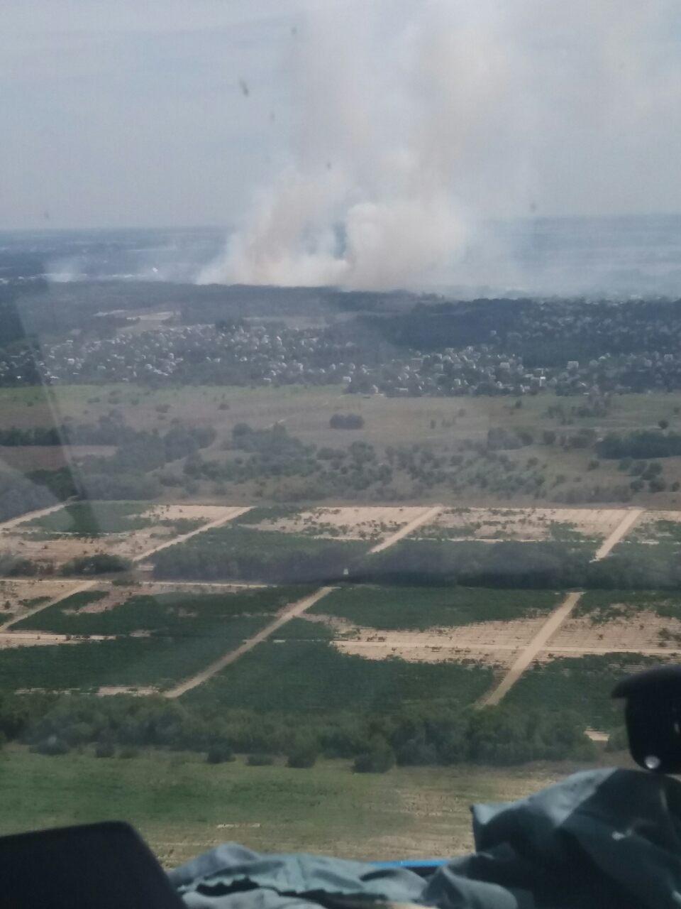 Тушение пожара у Новой Каховки. Фото dsns.gov.ua