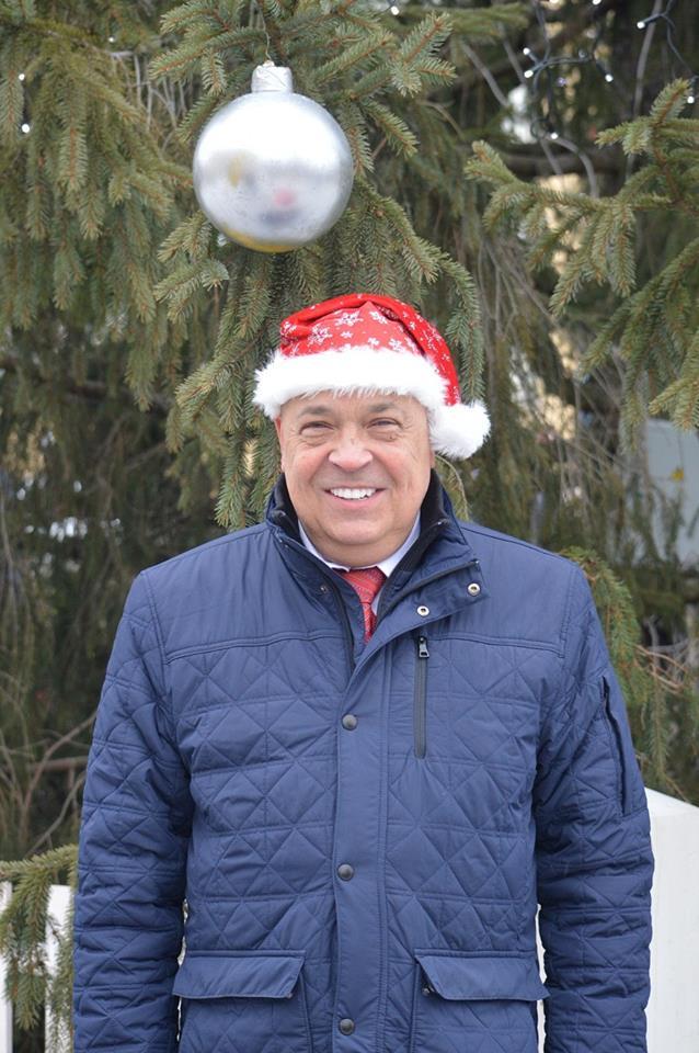 Москаль слегка принял на себя функции Деда Мороза / facebook.com/hennadii.moskal