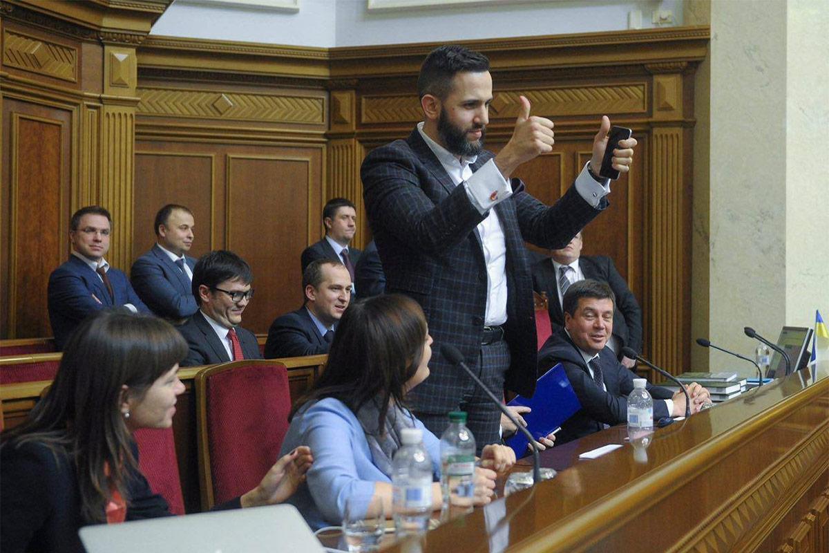 Максим Нефедов (с телефоном) / Источник: me.gov.ua