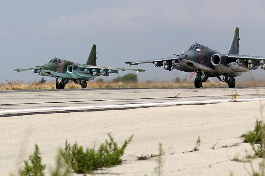 Самолеты российской авиагруппы на авиабазе Хмеймим