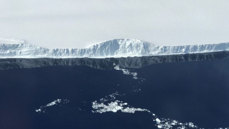 Край айсберга A-68 (NASA / Nathan Kurtz)