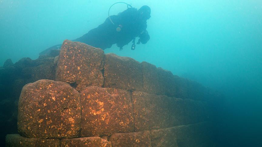 Фрагмент крепостной стены замка в озере Ван.