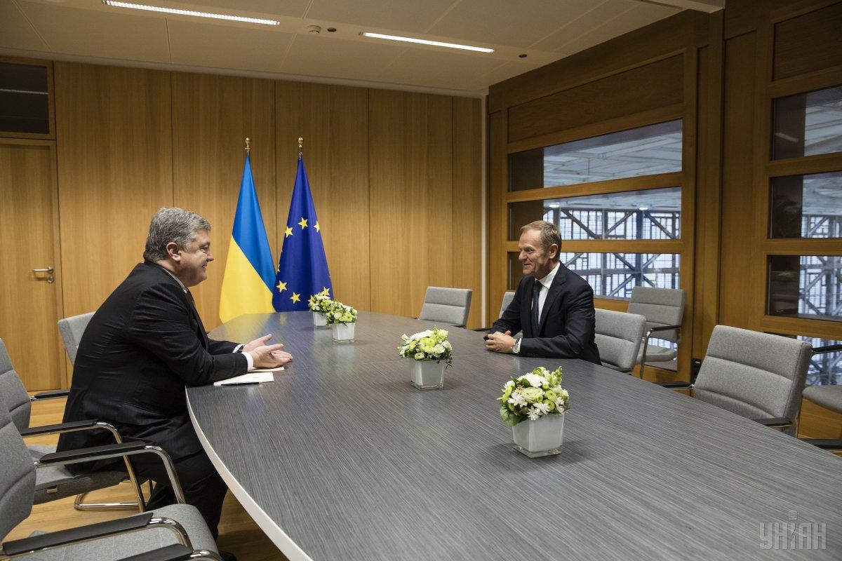 Петр Порошенко и президент Совета Европы Дональд Туск во время встречи в Брюсселе. 23 ноября 2017 года