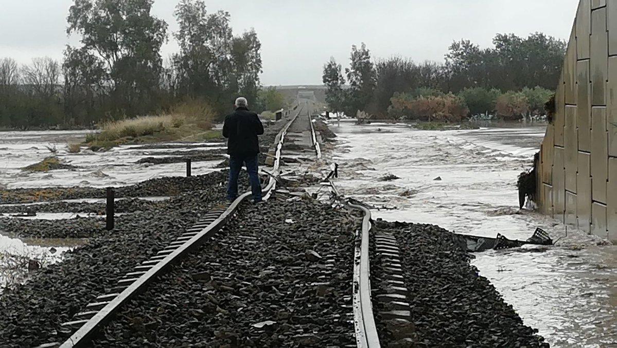 ВИспании сошел срельсов пассажирский поезд, неменее 20 пострадавших