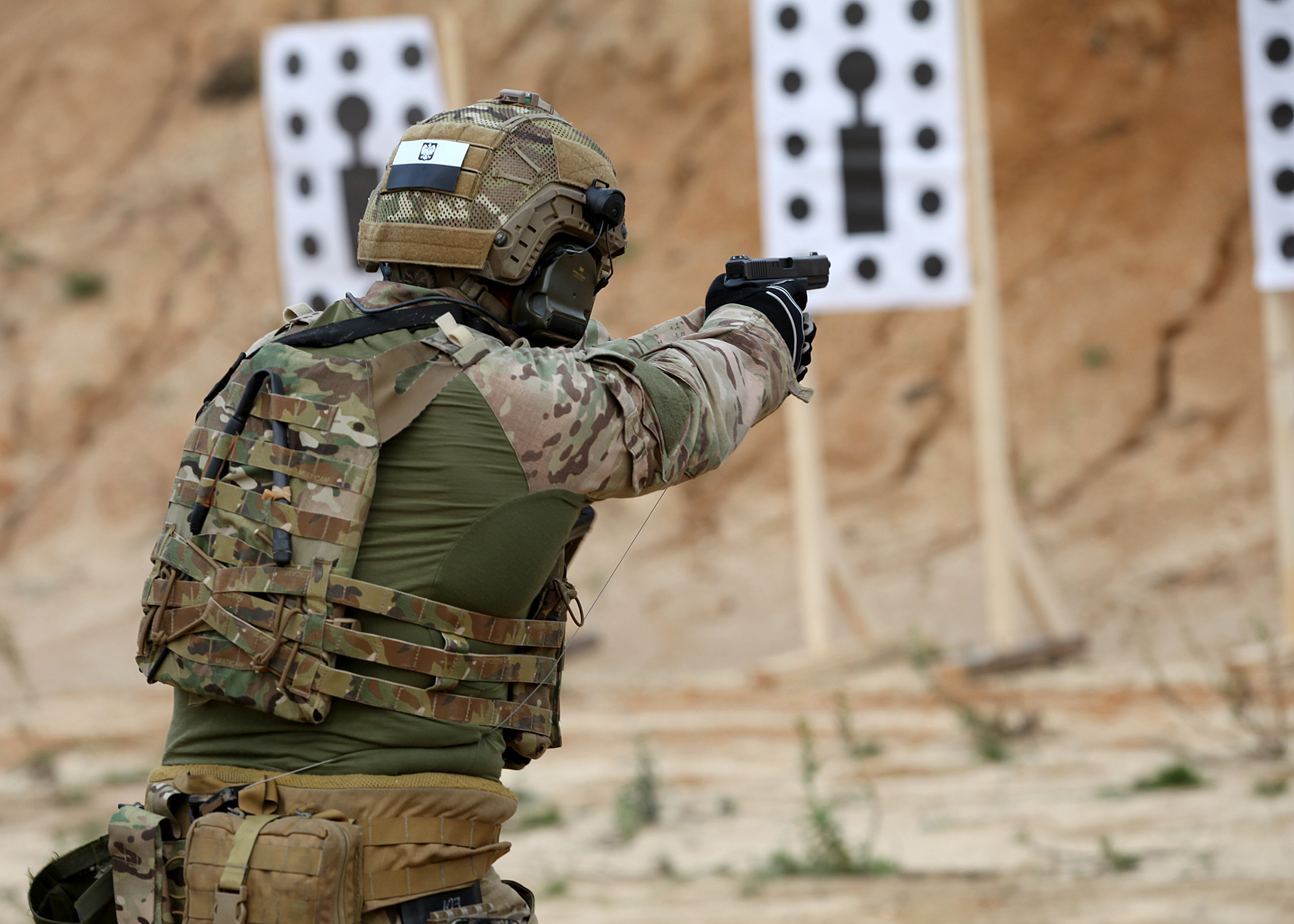 Польский спецназовец на учениях НАТО в Лиссабоне