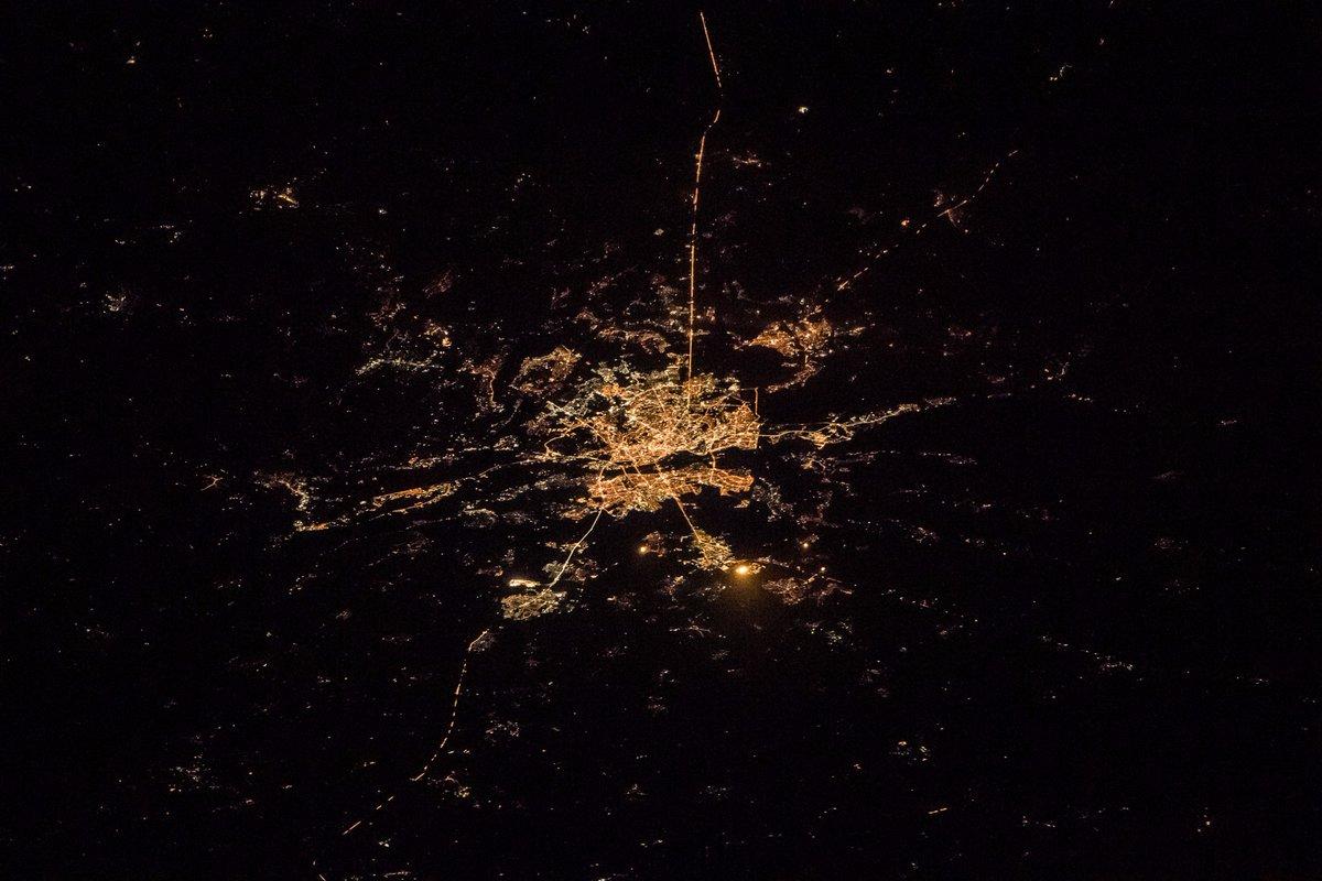 Астронавт NASA Рэндольф Брезник показал, как выглядит Киев изкосмоса