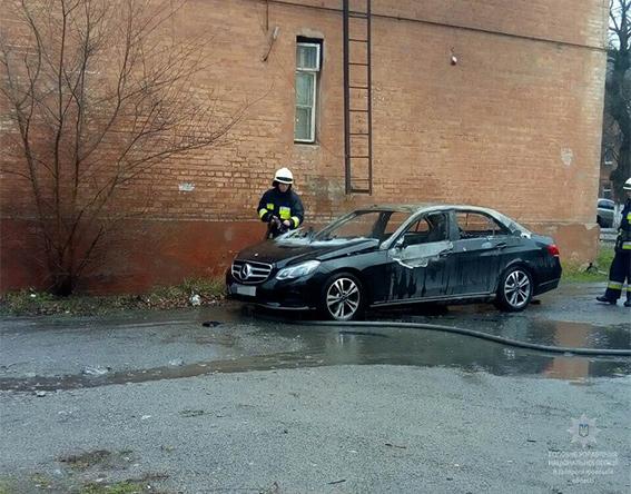 ВДнепре подорвали автомобиль обвинителя