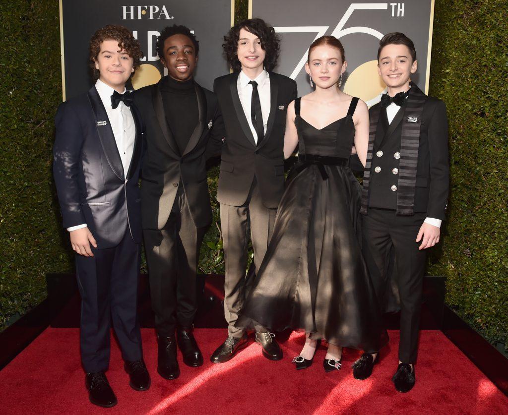 К акции присоединились даже несовершеннолетние – актеры сериала «Очень странные дела»