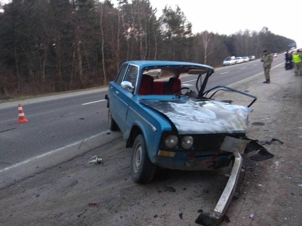 НаЛьвовщине разбилось авто с военнослужащими, есть погибший