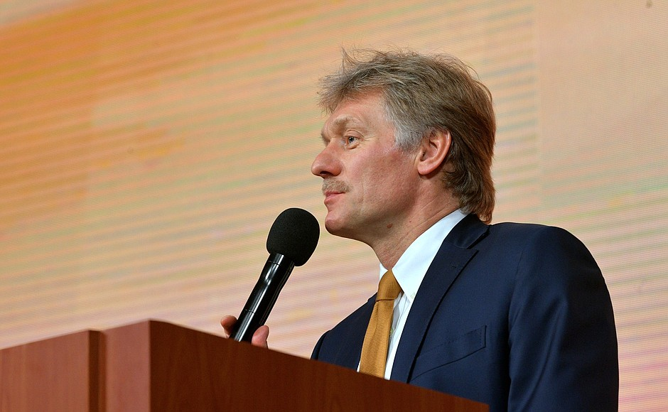Дмитрий Песков сухо заметил, что у Москвы «нет планов» в ответ официально обеспечивать боевиков ОРДЛО оружием