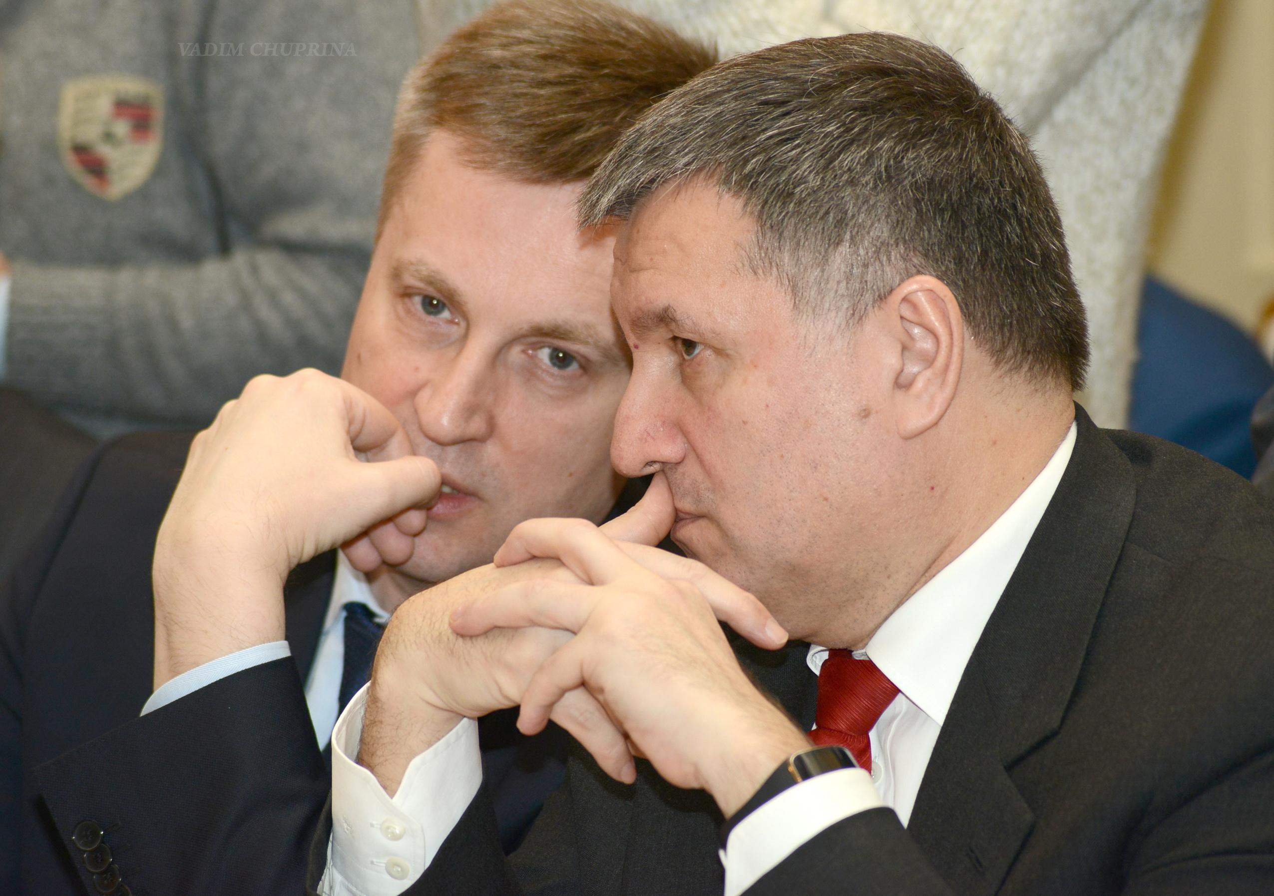 Валентин Наливайченко и Арсен Аваков сообщили, что большая часть силовиков перешли на сторону агрессора или заняли пассивную позицию
