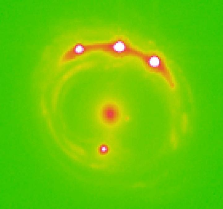 Гравитационная линза галактики RX J1131-1231, изображение NASA / Источник: Университет Оклахомы