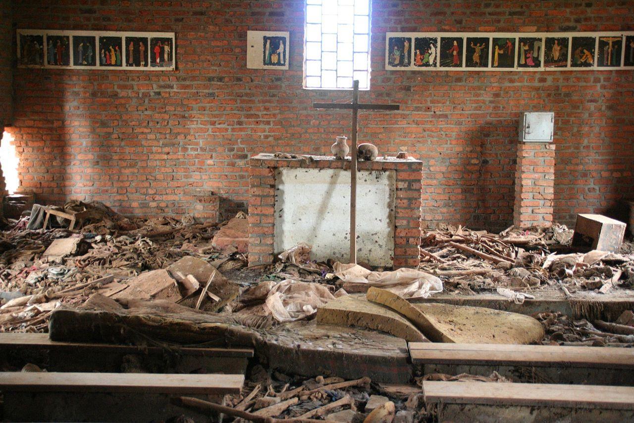 Военная хунта устроила этнические чистки народности тутси, быстро переросшие в чудовищный геноцид