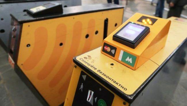 В Киеве работает оплата проезда в метро с помощью бесконтактных карт