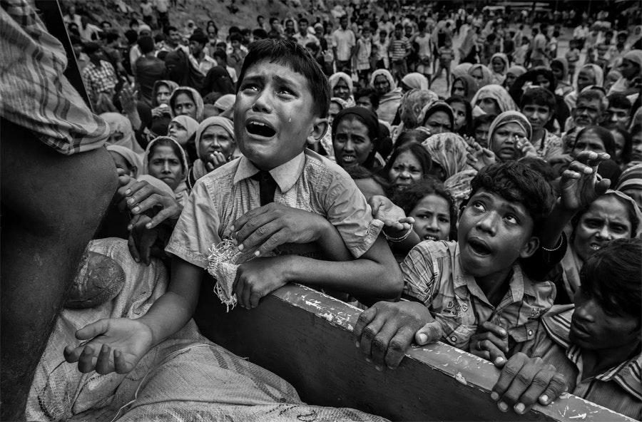 Беженцы рохинджа ожидают гуманитарной помощи / Фото: Кевин Фрейер
