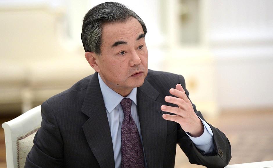 На внешнеполитической арене Тиллерсону противостоит высокопрофессиональный дипломат, министр иностранных дел Китая Ван И