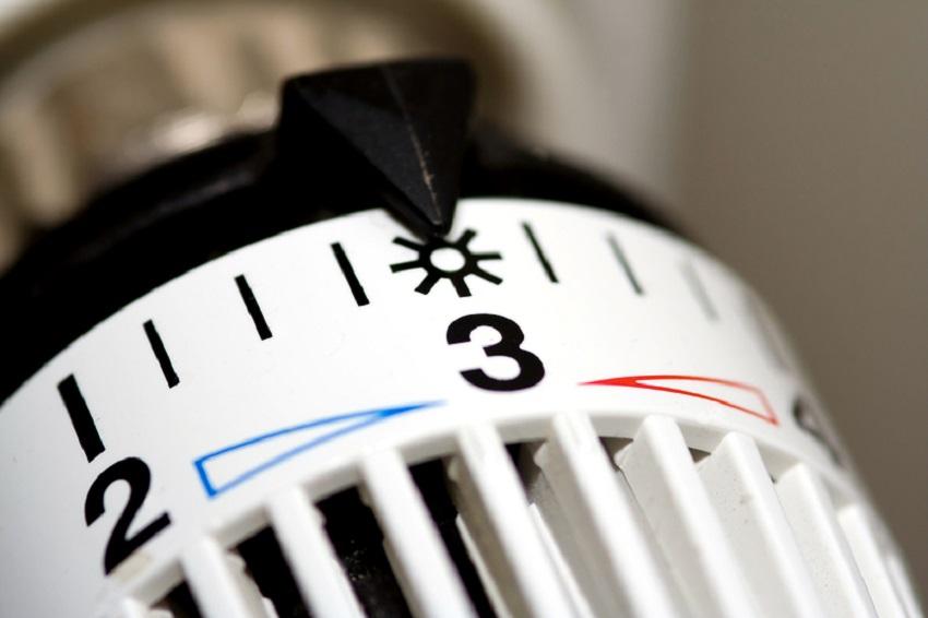 В современных зданиях девелоперы используют современные теплосберегающие технологии при строительстве, предусматривают счетчики тепла