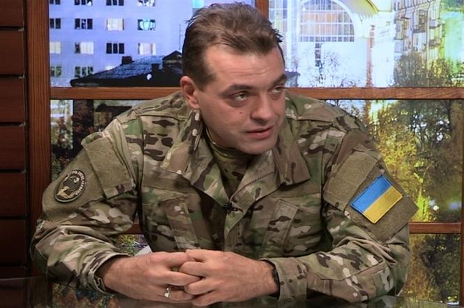 Советник президента Петра Порошенко Юрий Бирюков назвал людей, критикующих действующую власть, врагами государства