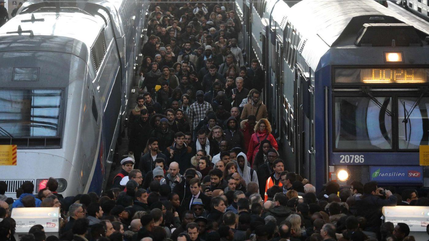 Железнодорожный транспорт во Франции остановился