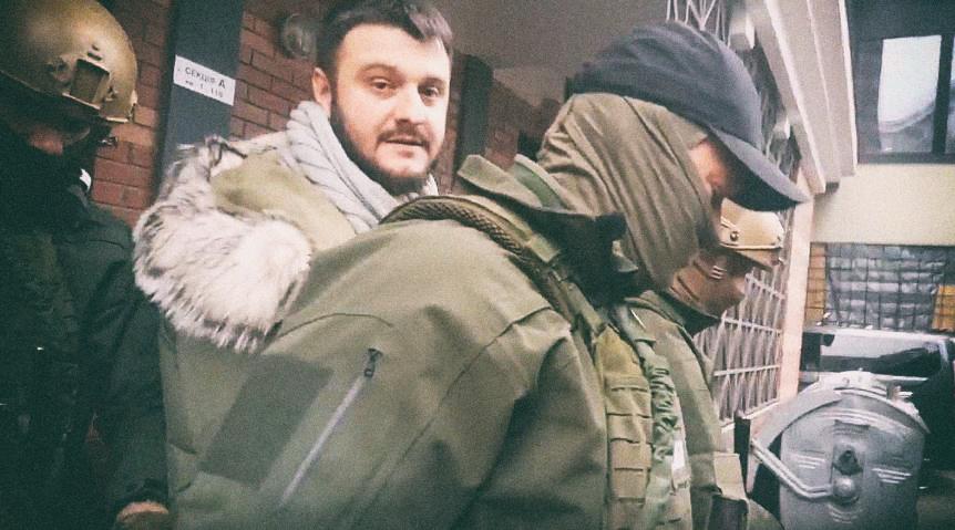 Между строк также читается обида Авакова на Президента за сына и его рюкзаки, хотя несколько раз Аваков повторяет, что войны с Порошенко у него нет